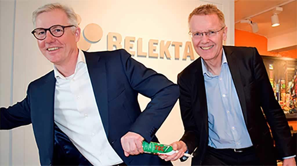 Ny daglig leder Olle Petter Andersen (til venstre) overtar Tec7stafettpinnen etter gründer Rune Arnhoff (til høyre) i Relekta AS